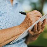 voksenbleer hjælper ældre